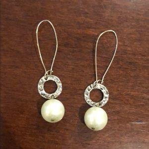 Jewelry - Faux pearl drop earrings